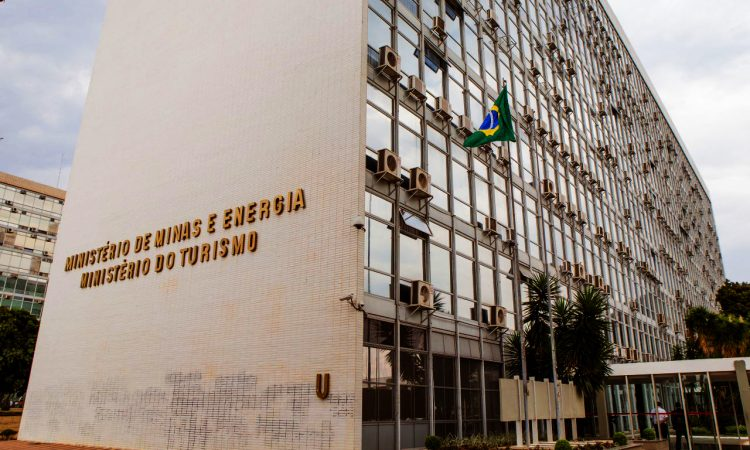 Ministro de Minas e Energia quer ampliar mercado livre